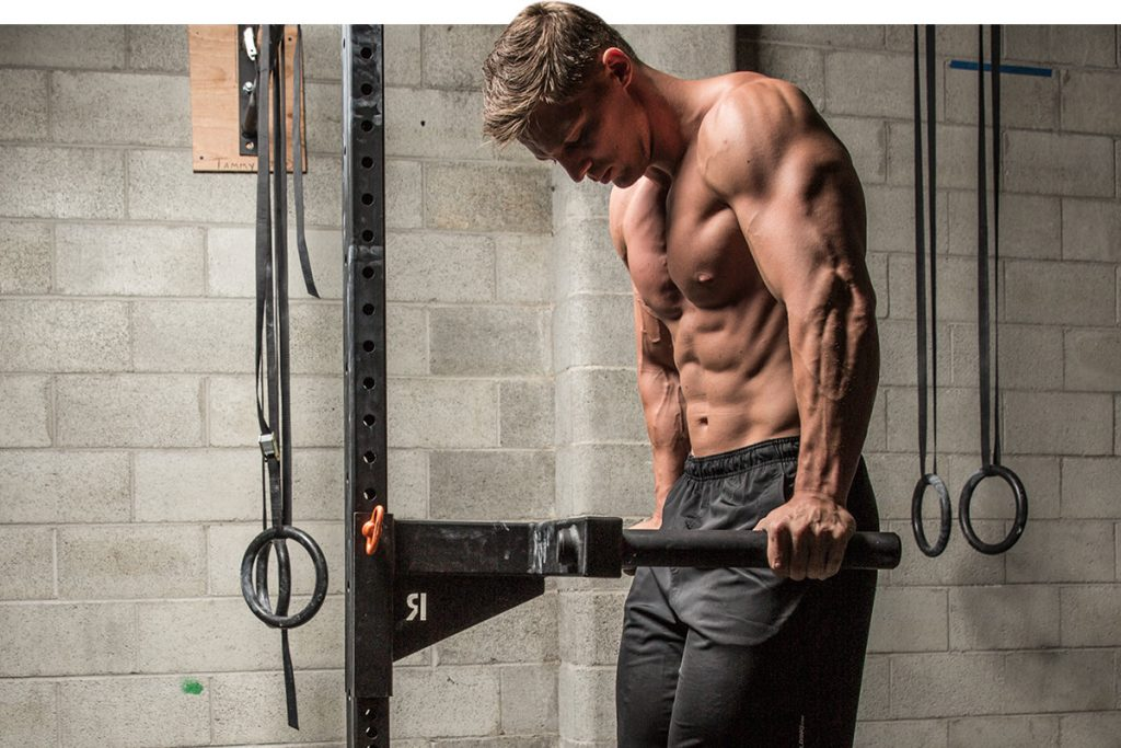 How to do push-ups on the parallel bars for the muscles of the chest